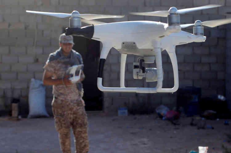 Un drone utilisé par les forces soutenues par le gouvernement lybien permet d'observer les position des forces l'EI qui tiennent tours de nombreuses positions  à Syrte le 26 juillet.