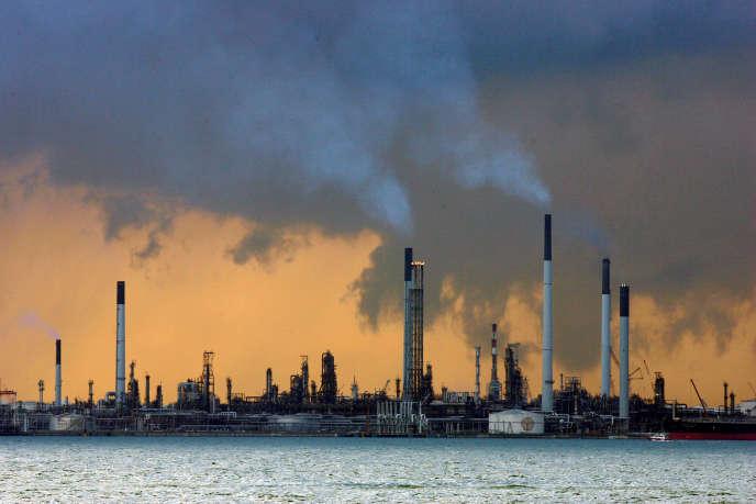 Une raffinerie de pétrole, à Singapour.