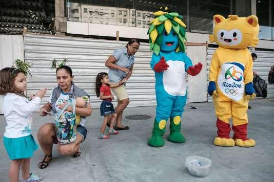 Les mascottes Vinicius et Tom des Jeux olympiques et paralympiques 2016 de Rio.