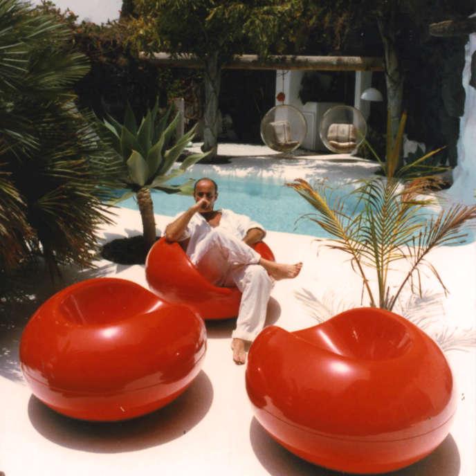 CésarManrique dans sa maison à Lanzarote (Canaries) en 1984.