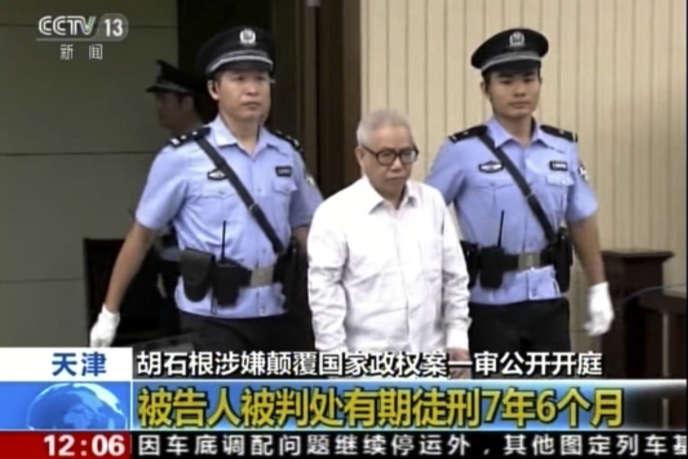 Le militant Hu Shigen, à son arrivée au tribunal de Tianjin, mercredi 3 août 2016, sur des images de la télévision d'EtatCCTV.