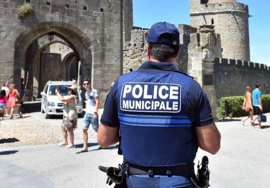 Un policier municipal, le 2 août à Carcassonne.