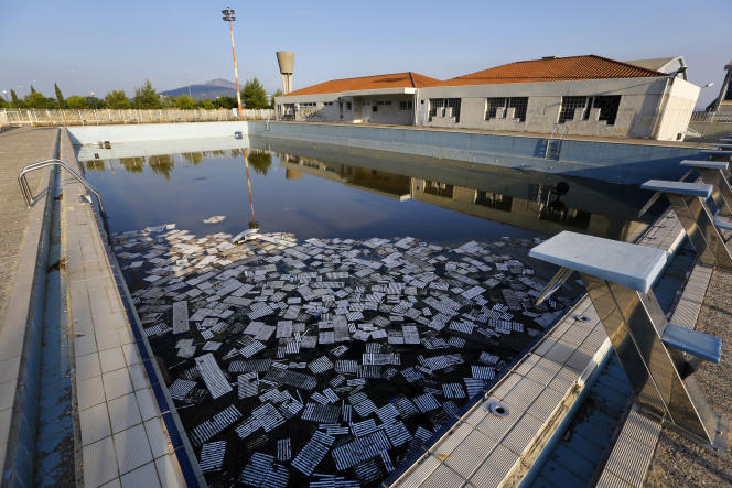 Une piscine du village olympique de Thrakomakedones, au nord d'Athènes, le 25 juin 2014, dix ans après les Jeux olympiques.
