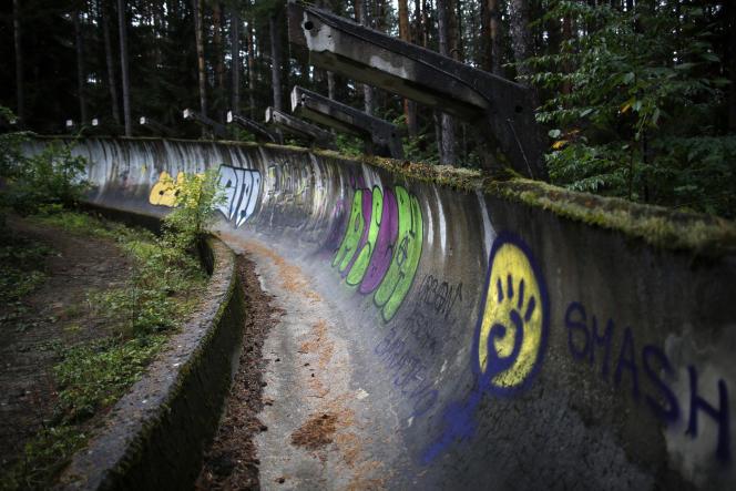 La piste de bobsleigh des Jeux olympiques d'hiver 1984, au mont Trebevic, près de Sarajevo, en septembre2013.
