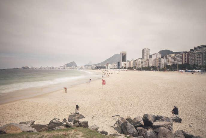 La plage de Copacabana, depuis Leme jusqu'au Fort de Copacabana, son extrémité.