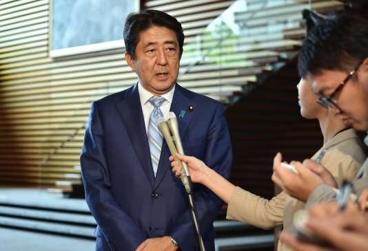 Le premier ministre japonais, Shinzo Abe, dans sa résidence officielle, à Tokyo, mercredi 3 août.