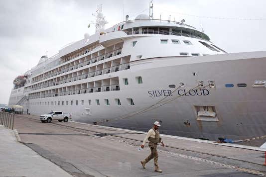 Le Silver Cloud, amarré à Praça Maura