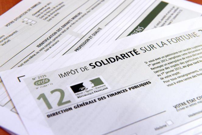 Photo prise d'un imprimé de déclaration de l'impôt de solidarité sur la fortune (ISF) pour l'année 2012, le 19 juillet 2012, à Rennes.