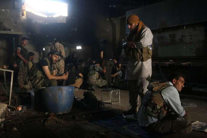 Des forces de l'opposition au régime syrien au sud d' Alep, le 2 août.