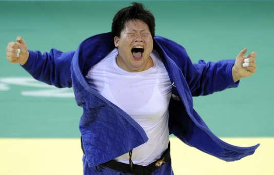 La Chinoise Tong Wen, tout heureuse d'avoir gagné le titre olympique en 2008 à Pékin.