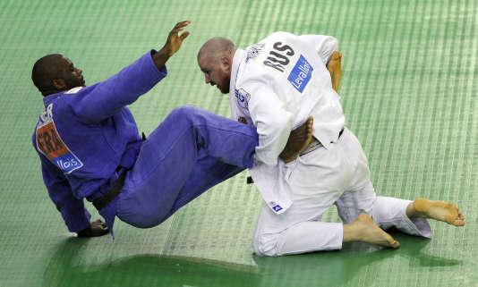 Teddy Riner combat le Russe Alexander Mikhalin aux Mondiaux de 2008 toutes catégories à Levallois.
