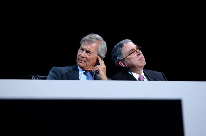 Le président du conseil de surveillance de Vivendi, Vincent Bolloré, et son président du directoire, Arnaud de Puyfontaine, lors de l'assemblée générale du groupe, le 21 avril à Paris.