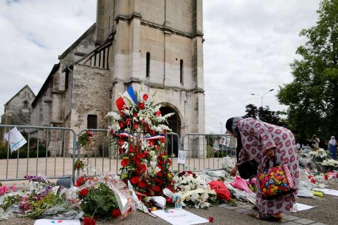 Devant l'église de Saint-Etienne-du-Rouvray, le 29 juillet.