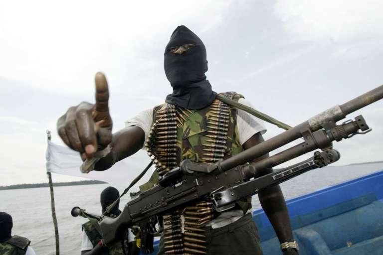 Un membre des groupes armés du Delta du Niger, en 2006.