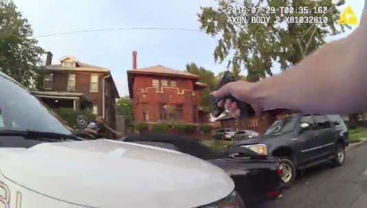 Neuf vidéos montrant l'opération de police qui a conduit à la mort de Paul O'Neal, le 28 juillet à Chicago, ont été rendues publiques le 5 août par la police de la ville.