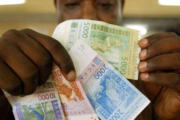 Des billets de Francs CFA, utilisés dans une partie de l'Afrique francophone.