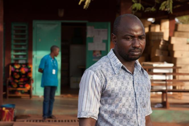 Diakite Diba, premier médecin à avoir traité un cas d'Ebola à Siguiri et lui même victime de la maladie.« Beaucoup de survivants souffrent de la stigmatisation. Celle de leur patron, de leurs voisins, de leur entourage», confie-t-il.