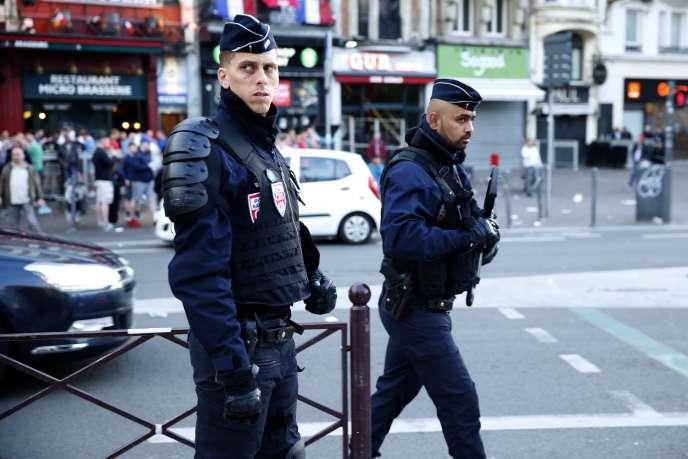 Des policiers dans les rues de Lille, le 14 juin.