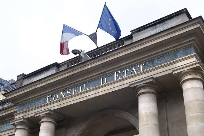 Devant le Conseil d'Etat, à Paris, le 9 janvier 2014.