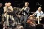 Le quartet assemblé par le contrebassiste Jean-Paul Celea (à gauche, masqué par le saxophoniste Dave Liebman). Au centre Emile Parisien, à côté du batteur Wolfgang Reisinger.