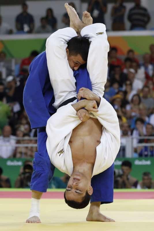 Felipe Kitadai a tout tenté mais sans succès pour battre l'Ouzbek Urozboev samedi.