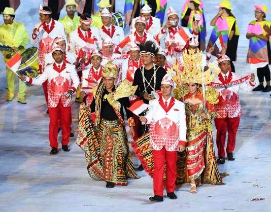 La délégation indonésienne, en costume traditionnel.