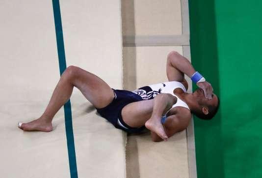Le gymnaste Samir Aït-Saïd, qui visait une médaille aux anneaux, a été victime d'une fracture ouverte tibia-péroné à la réception de son passage au cheval d'arçons.