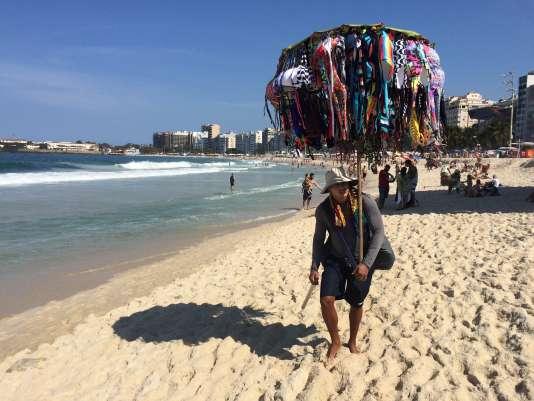 Il y a là de quoi habiller toutes les baigneuses de Copacabana.