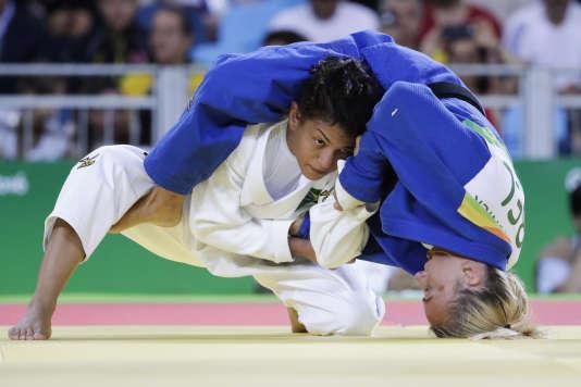 Sarah Menezes, championne olympique en titre de judo (- 48 kg), n'a pas réussi à décrocher une médaille samedi à Rio.