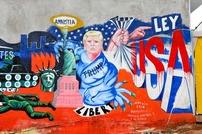 Un détail de la peinture murale de l'artiste mexicainLuis Sotelo appelée « Nous sommes des migrants, pas des délinquants», àTonatico, au Mexique, le 25 juin 2016.