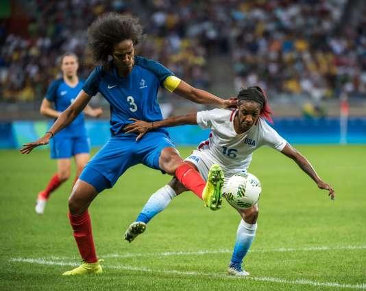 En défense centrale, la capitaine des Bleues Wendie Renard a livré un excellent match, samedi 6 août face aux Etats-Unis.