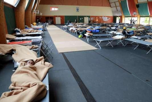 Des réfugiés installés dans le gymnase de Saint-Mard (Seine-et-Marne), le 5 août.