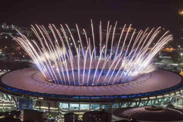 Le feu d'artifice de la cérémonie d'ouverture des Jeux.