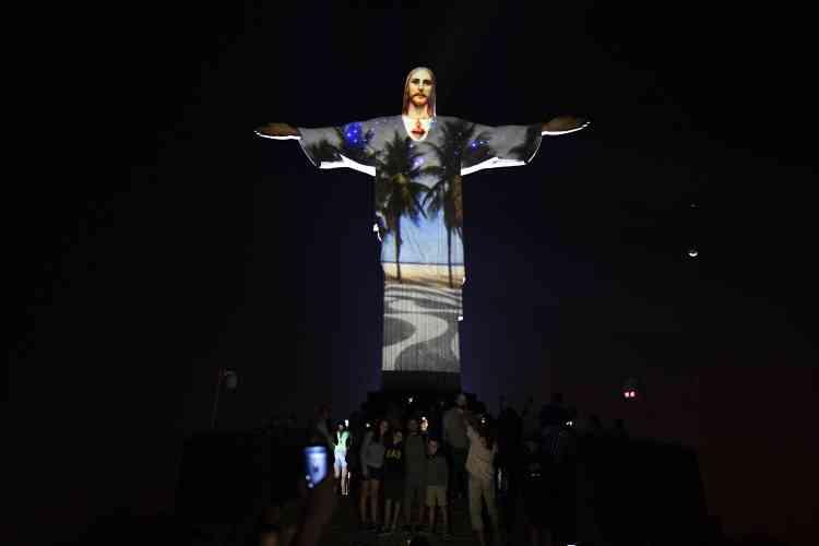 La statue du Christ rédempteur, l'un des symboles de la ville de Rio,éclairée par l'artiste français Gaspare Di Caro.