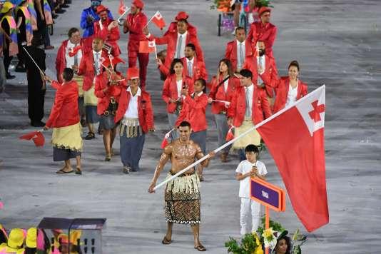Le torse huilé de Pita Taufatofua, taekwondoiste des Tonga fit sensation lors du défilé des athlètes.