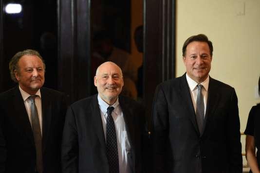 Le 29 avril à Panama city, de gauche à droite : le Suisse Mark Pieth et l'Américain JosephStiglitz. Les deux hommes assistent la présentation du comité d'experts mis en place des suites du scandale des« Panama papers».
