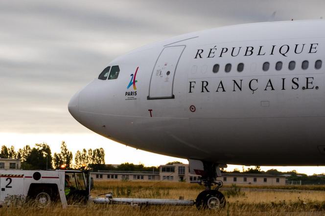 L'avion présidentiel français affiche le logo de la candidature de Paris à l'organisation des JO 2024.