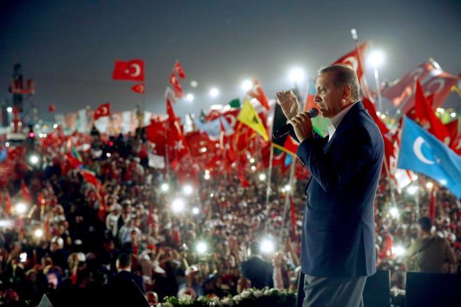 Le président Erdogan lors du« rassemblement de la démocratie et des martyrs » organisé à Istanbul, le 7 août, trois semaines après la tentative de putsch dans le pays.