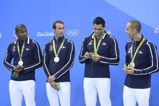 Mehdy Metella, au côté de Fabien Gilot, Florent Manaudou et Jérémy Stravius, médaillés d'argent sur le relais 4x100m aux JO de Rio, en 2016.