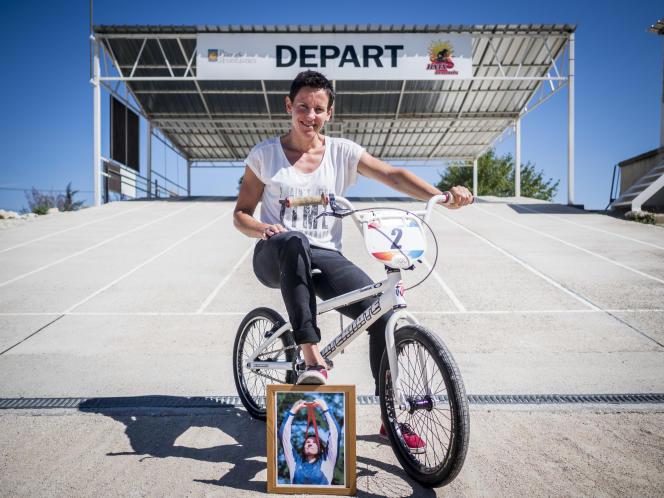 Anne-Caroline Chausson sur la piste de BMX de Pernes-les-Fontaines (Vaucluse), le 27juillet.