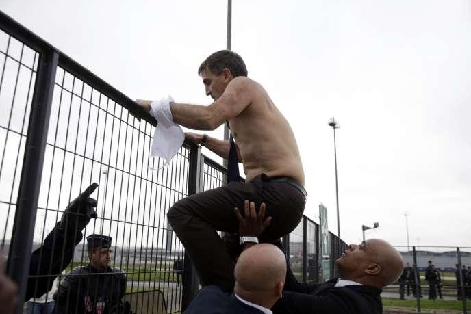 Les images de Xavier Broseta, alors DRH d'Air France, la chemise arrachée, avaient fait le tour du monde.