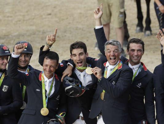 L'équipe de France de concours complet :Thibaut Vallette, Astier Nicolas, Karim Laghouag, et Mathieu Lemoine, champions olympiques.