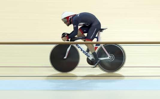 Mark Cavendish, sur le nouveau vélo de l'équipe britannique, visera la médaille d'or en omnium.