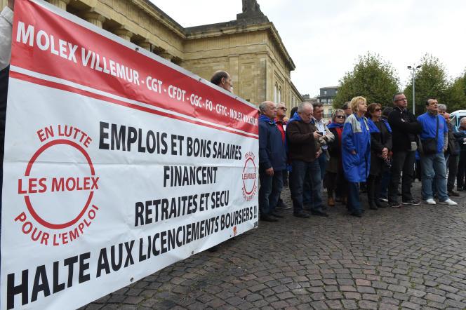 Rassemblement d'anciens salariés de Molex devant le tribunal de Bordeaux, en octobre 2015.