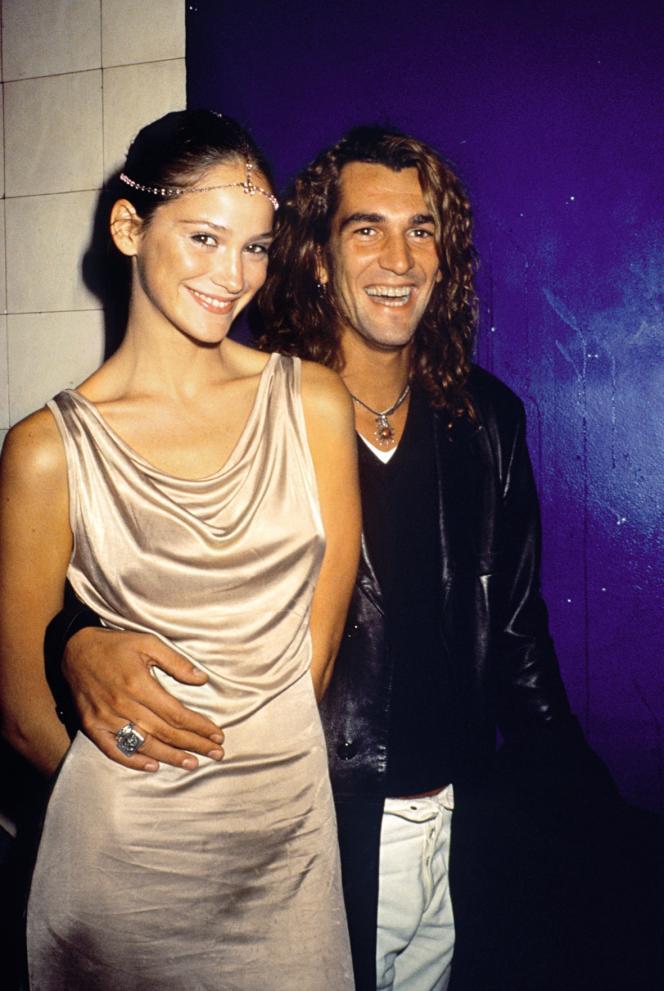 Alé de Basseville dans les années 1990, époque oùil a photographié Melania Trump. Il évoluait dansle milieu de la mode et était alors marié avec le mannequin Inés Rivero.