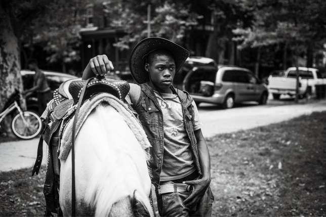 Shahir au Clark Park à Philadelphie (Pennsylvanie), où il propose des promenades à cheval aux enfants.