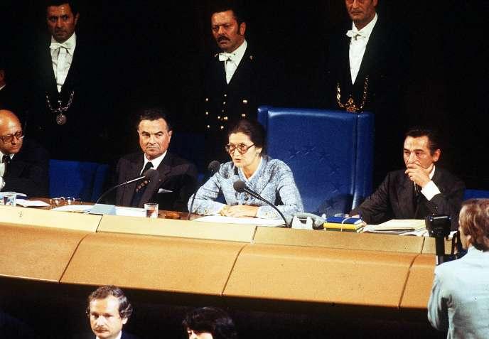 Simone Veil, lors de son premier discours en tant que présidente du parlement européen à Strasbourg le 17 juillet 1979.