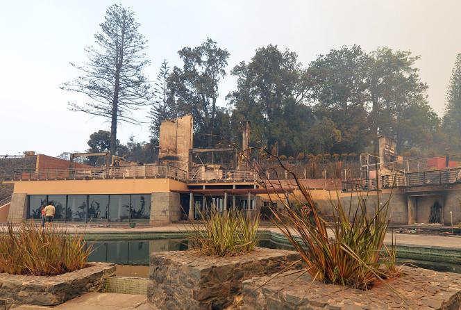 L'hôtelChoupana Hills ravagé par le feu à Funchal, mercredi 10 août 2016.