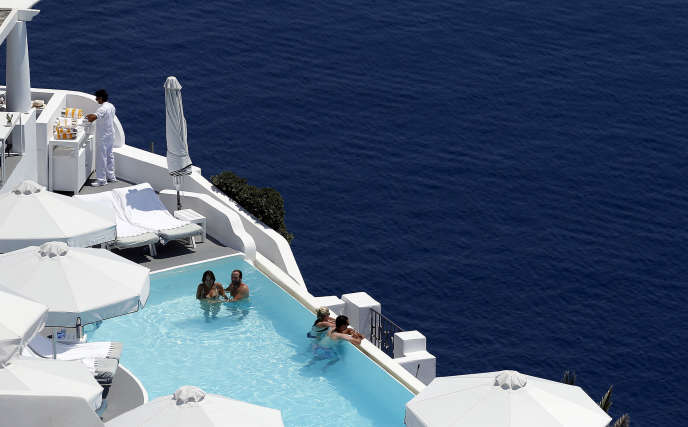 En 2018, la Grèce prévoit de recevoir 32 millions de touristes étrangers, contre seulement 15 millions eu 2010.