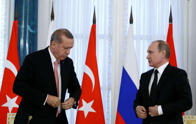 Les présidents turc, Recep Tayyip Erdogan, et russe, Vladimir Poutine, à Saint-Pétersbourg, mardi 9 août 2016.